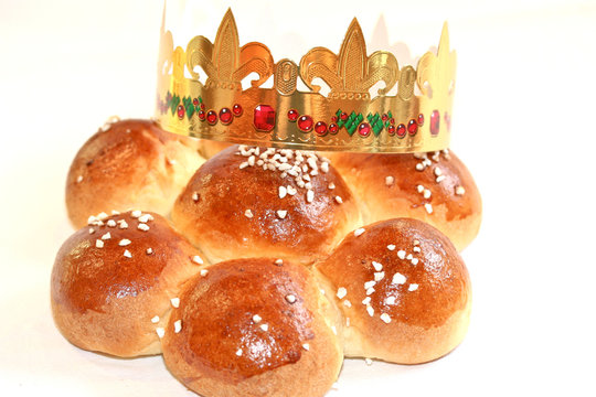 Dreikönigskuchen mit Krone