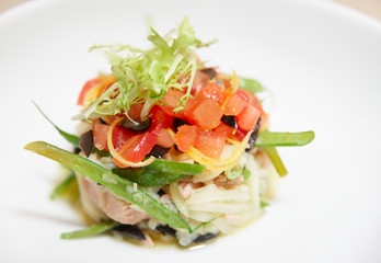 Tuna dish with chopped tomato and lettuce
