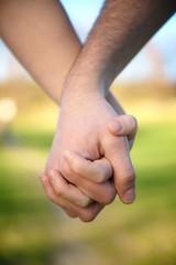 hände mann frau liebe zusammenhalt