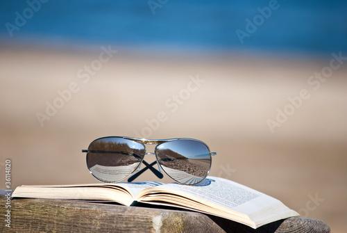 sonnenbrille auf buch im urlaub stockfotos und lizenzfreie bilder auf bild 36114820. Black Bedroom Furniture Sets. Home Design Ideas