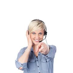 lächelnde blonde frau mit headset