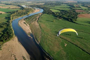 La Loire vue du ciel en ULM paramoteur