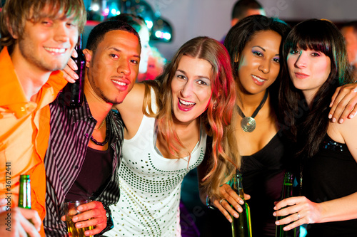 Drunk females end up having an orgy right in the night club  631388
