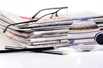 ein Stapel Zeitungen