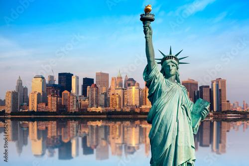 new york manhattan statue de la libert photo libre de droits sur la banque d 39 images fotolia. Black Bedroom Furniture Sets. Home Design Ideas