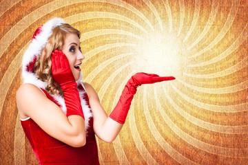 Weihnachtsfrau mit Textfreiraum für Angebotstext