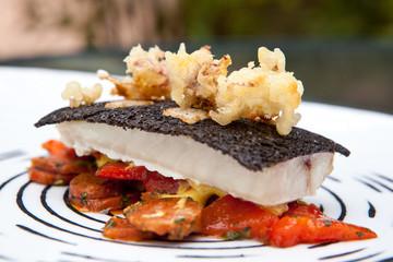 Türaufkleber Gericht bereit Gastronomie : filet de rouget, calamars, encre de seiche #2