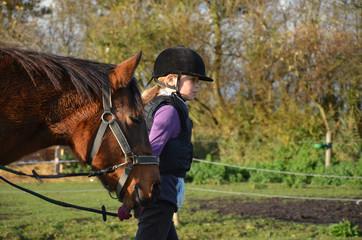 jeune avec son poney