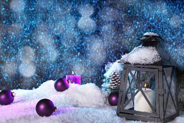 Weihnachten mit Laterne und Schnee