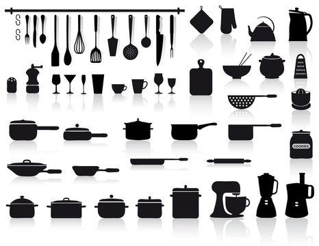 set di attrezzi, pentole e posate da cucina