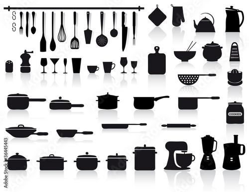 Set di attrezzi pentole e posate da cucina immagini e for Attrezzi cucina in silicone