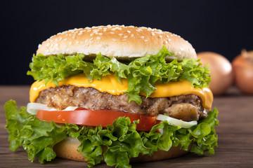 Hamburger frisch serviert, close up