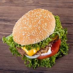 Hamburger frisch serviert, Mega doppelt, top