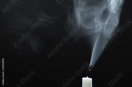 rauch einer weissen kerze stockfotos und lizenzfreie bilder auf bild 36458606. Black Bedroom Furniture Sets. Home Design Ideas