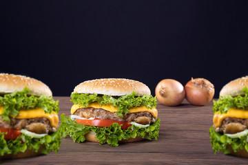 3 Hamburger frisch serviert