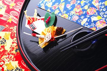祝い膳 正月飾り 丸盆の箸と箸置き