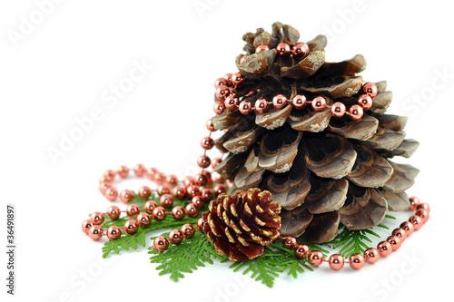 Weihnachtsdeko tannenzapfen perlenkette stockfotos und for Weihnachtsdeko bilder gratis