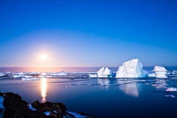 Aluminium Prints Antarctic Summer night in Antarctica