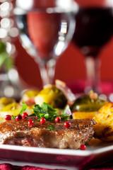 Steak mit roten Pfefferkörnern und Rosenkohl