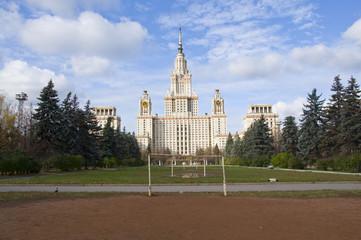 Футбольная площадка на фоне Московского университета