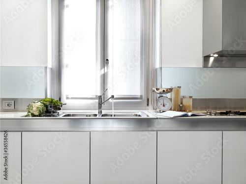 Dettaglio lavandino di cucina moderna stockfotos und - Cucine con finestra sul lavello ...