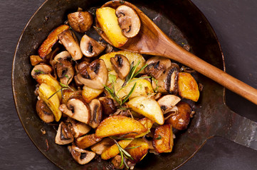 Kartoffel mit Pilzen gebraten