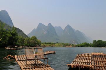 Radeaux en bambou sur la rivière Li