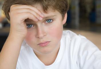 Портрет спокойного мальчика
