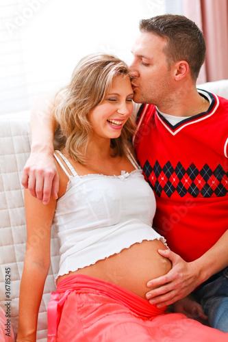 Он сделал беременной жены но когда они взглянул