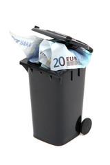 Euroscheine in Mülltonne