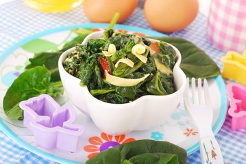 boiled spinach with egg for baby