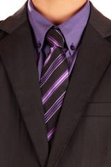 Anzug und lila Hemd