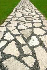 Weg aus Natursteinen