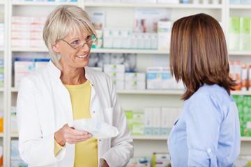 verkaufsgespräch in der apotheke