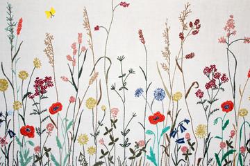 Gestickte Blumenwiese