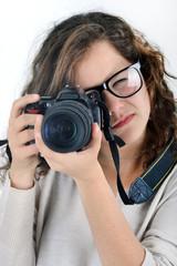 Portrait d'adolescente photographiant