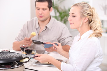 Two friends eating raclette