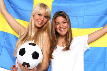 Freundinnen beim Fußball schauen
