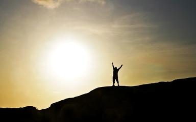 Człowiek na wzgórzu