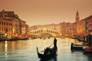 Fotobehang Gondolas Rialto Bridge and gondolas at a foggy autumn evening in Venice.