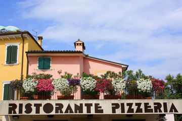 Insegna di ristorante pizzeria