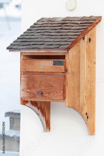 """""""Holz-Briefkasten"""" Stockfotos und lizenzfreie Bilder auf Fotolia.com - Bild 37382484"""
