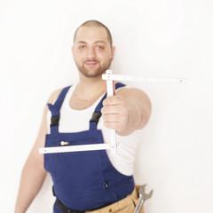 Handwerker mit Zollstock