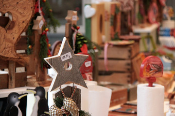 Weihnachtsstern auf dem Weihnachtsmarkt