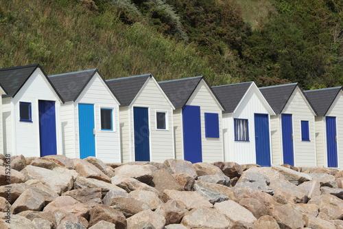cabanes bleues et blanches de bord de mer photo libre de. Black Bedroom Furniture Sets. Home Design Ideas