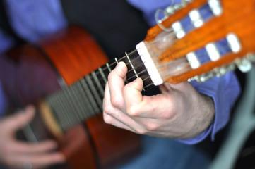 Gitarre spielen - Detailaufnahme