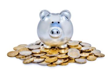 Tirelire sur pile de monnaie