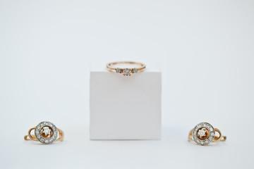 Свадебные ювелирные украшения с камнем