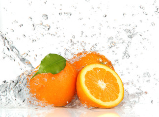 Deurstickers Opspattend water Orange fruits and Splashing water