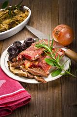 Sauerkraut mit geräuchertem Fleisch (zutaten)
